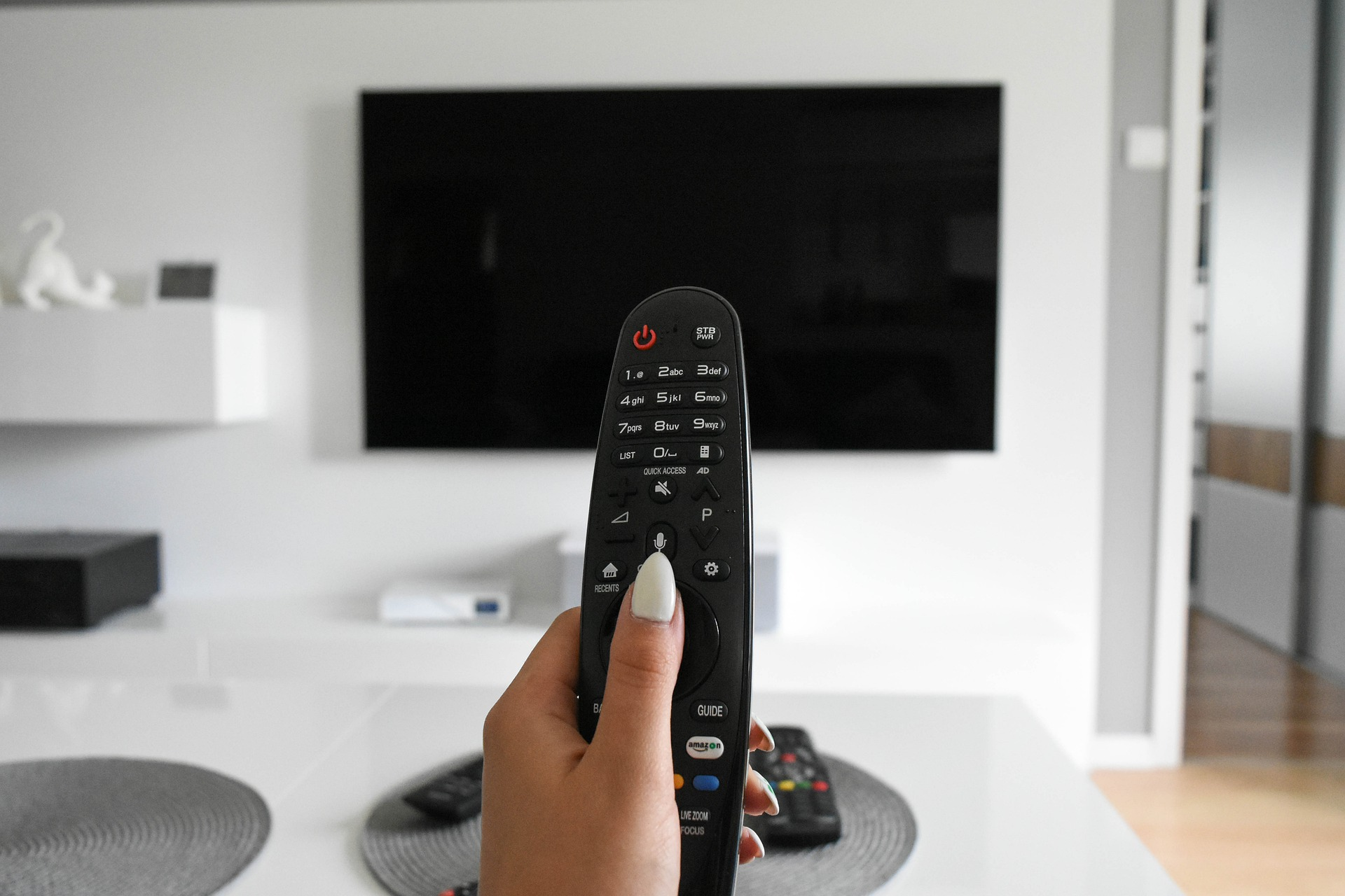 come scegliere un televisore caratteristiche da considerare